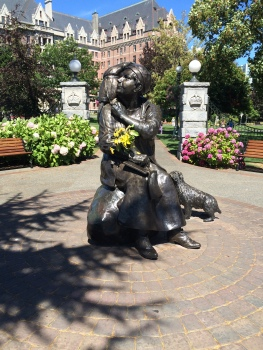 a statue of Emily Carr, a renowned  Canadian authour